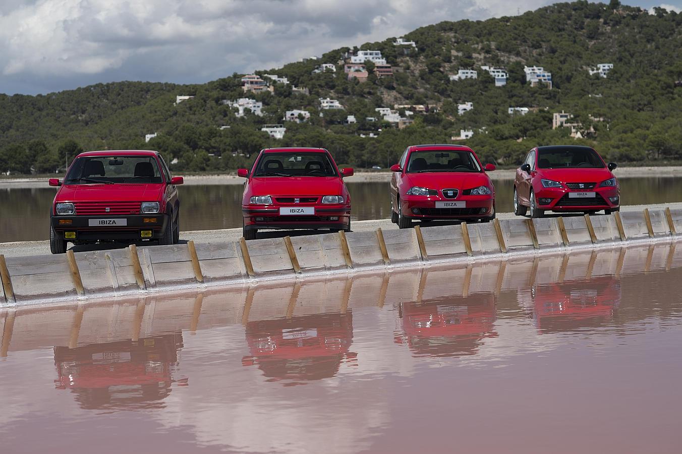 Del Ibiza existen 4 generaciones. El primero apareció en 1984. El modelo 1.5 con 85 CV costaba unas 625.000 pesetas. En la actualidad supera los 5 millones de unidades vendidas