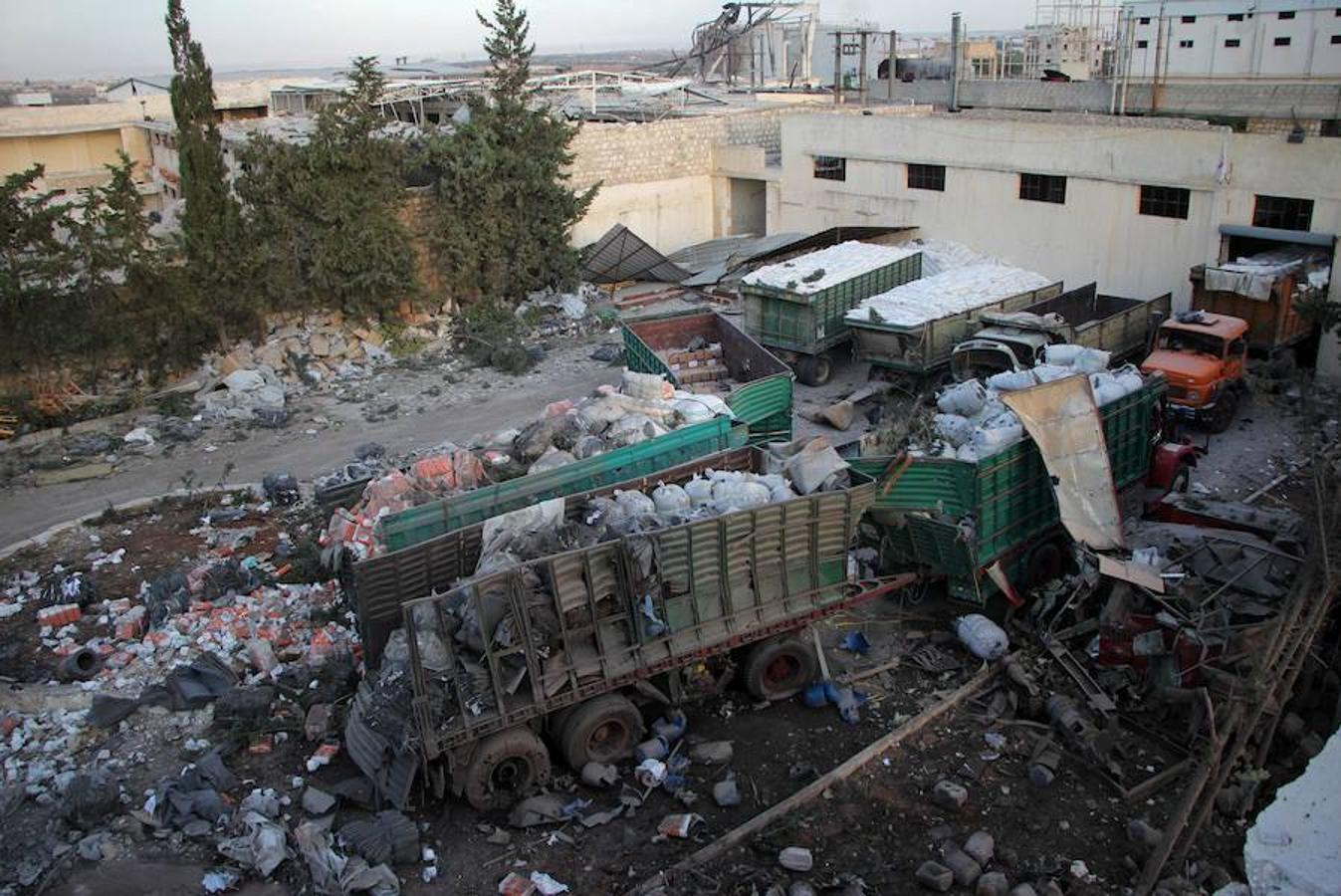 El bombardeo contra un camión de la Media Luna Roja en las cercanías de la localidad de Auram al Kubra, al oeste de la provincia siria de Alepo, ha provocado un total de 12 muertos, según ha informado el Observatorio sirio para los Derechos Humanos