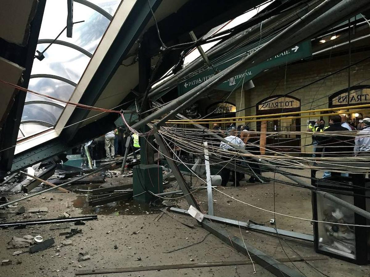 El techo de la estación se viene abajo en la estación de Hoboken