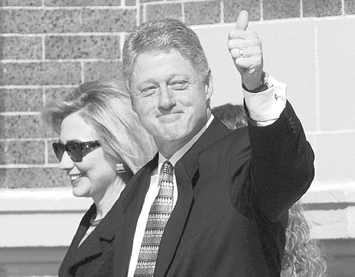 Se casó con su compañero graduado de la facultad de derecho de Bill Clinton en 1975