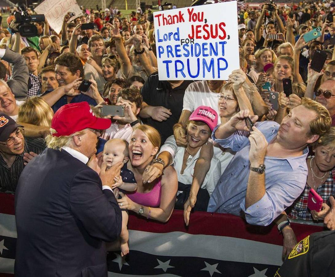 Desde el primer día, Donald Trump llenaba recintos por su estilo directo y transgresor. «Gracias señor Jesús por el presidente Trump»