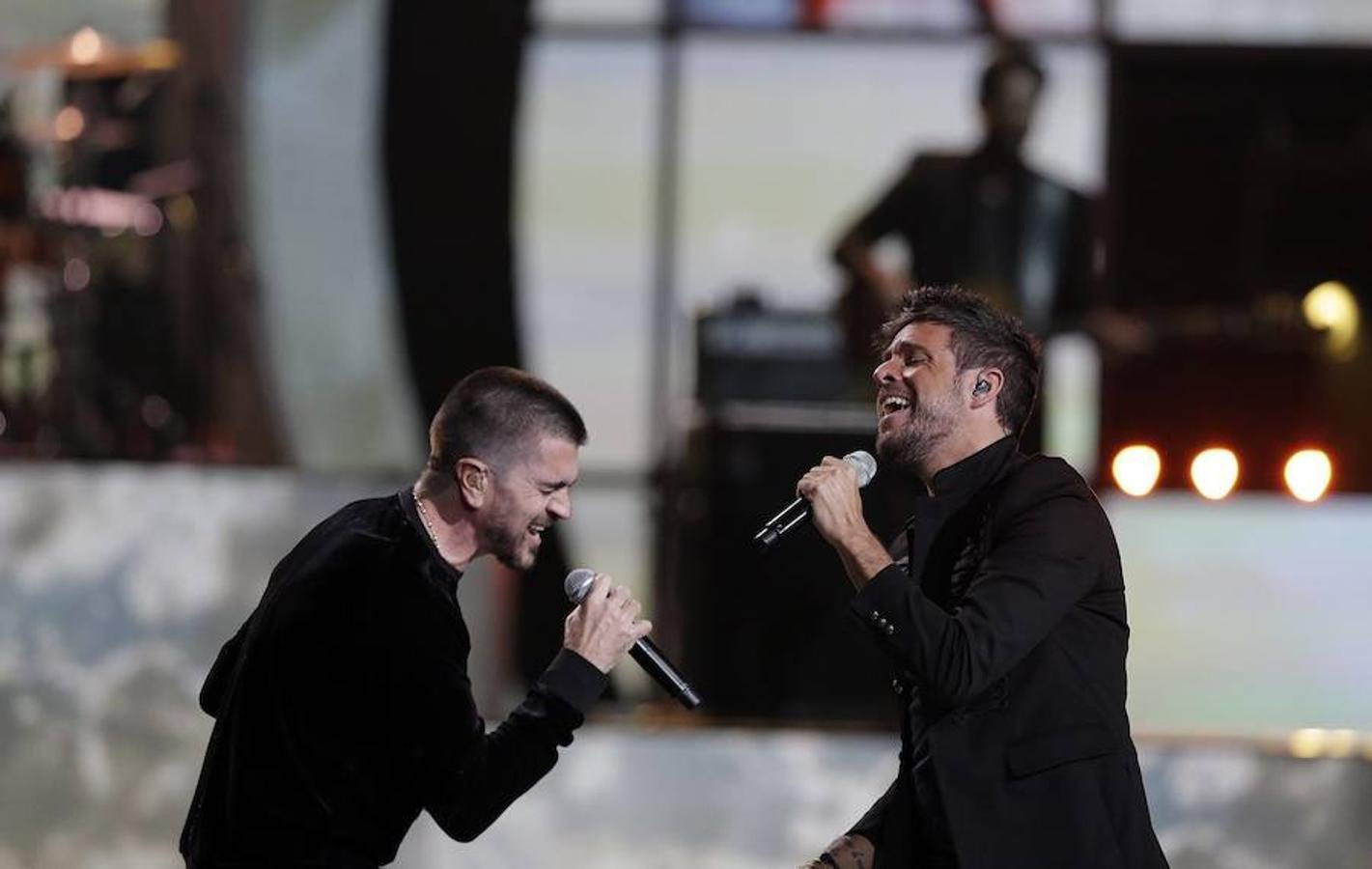 Junto a Pablo López, Juanes. Juntos han cantado su tema «Tu enemigo»