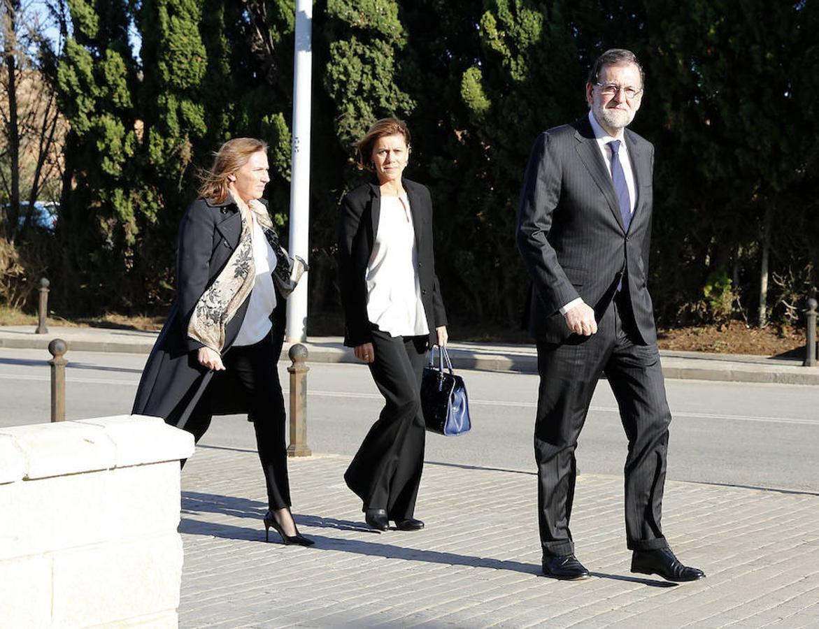 El presidente del Gobierno, Mariano Rajoy, junto a su mujer Elvira y María Dolores de Cospedal, ministra de Defensa, acuden al tanatorio donde se encuentra Rita Barberá