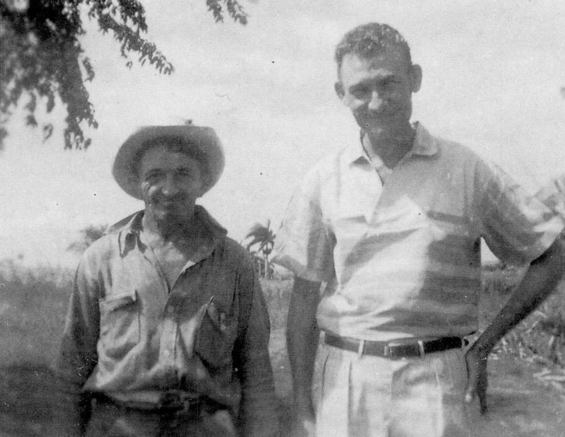 Imagen de 1920 de Francisco Martín Ruz, abuelo de Fidel Castro, con uno de sus hijos. Ruz era el padre de la madre de Fidel y Raúl