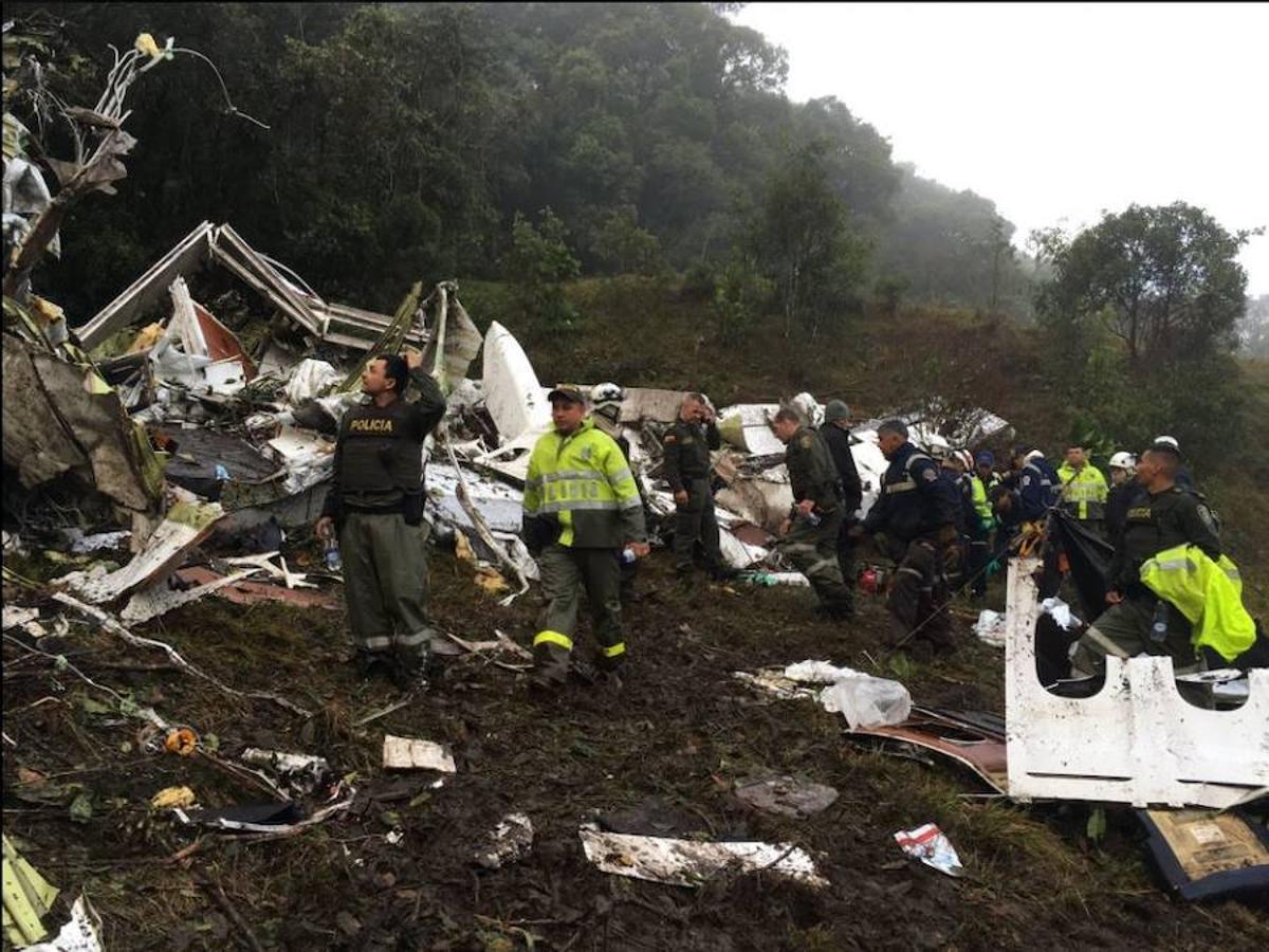 Al menos 75 personas han muerto en el accidente del avión que trasladaba al equipo de fútbol, que se ha estrellado en la noche del lunes en la zona de Cerro Gordo de la Unión, en el departamento de Antioquía