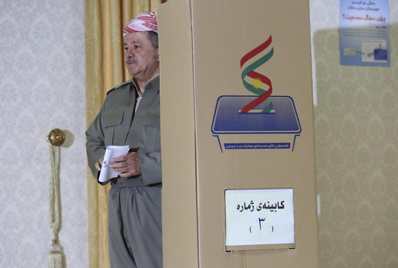 El presidente de la región autónoma del Kurdistán, Masud Barzani, tras depositar su voto