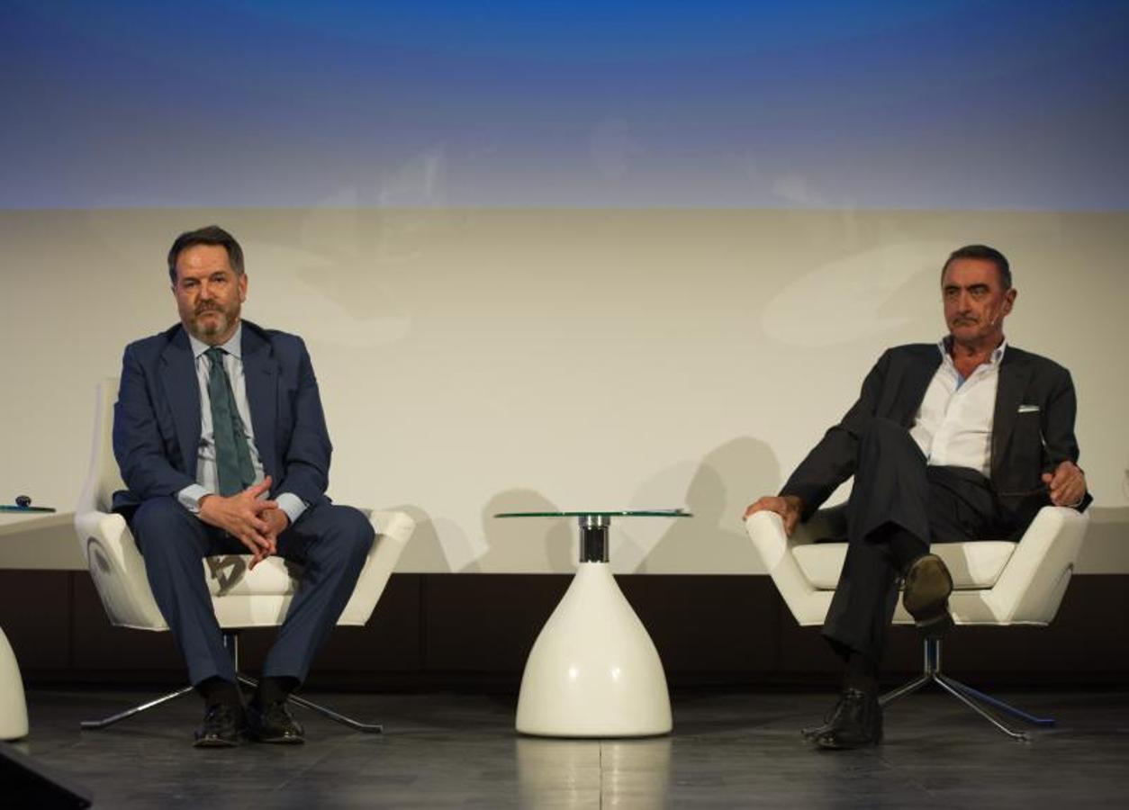 El director de ABC, Bieito Rubido, y el periodista y colaborador de este periódico, Carlos Herrera han conversado en el Auditorio Mutua Madrileña, patrocinador del evento.