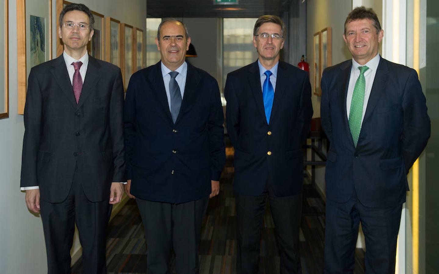 Los invitados al foro, a su llegada a la Casa de ABC