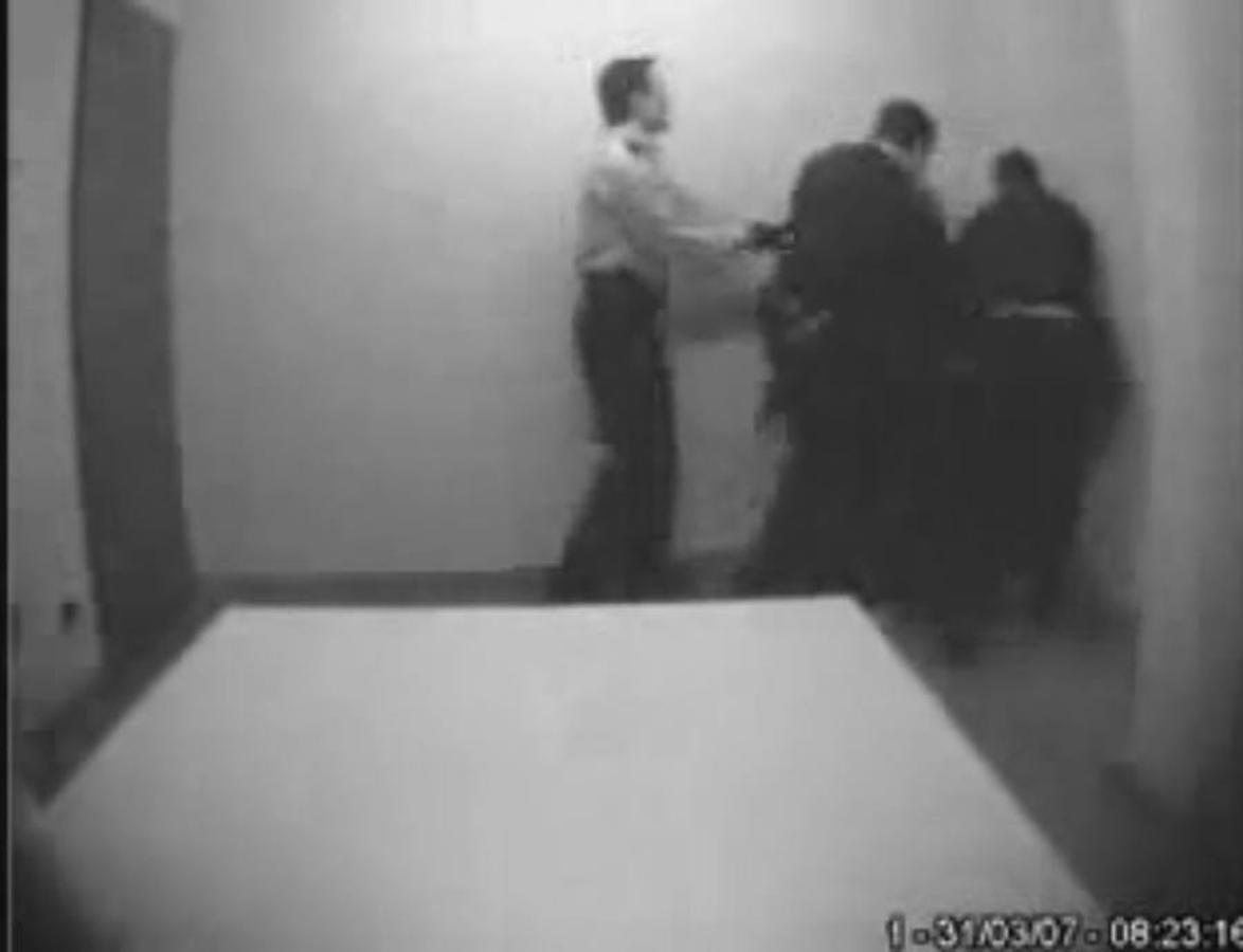 Paliza a un detenido en la comisaría de Les Corts, en marzo de 2007