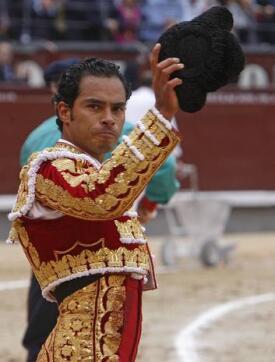 27/05/2010.- El diestro Luis Bolívar en la lidia de su segundo