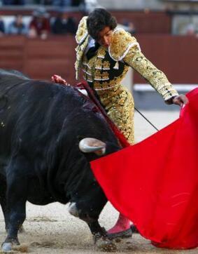 06/05/2010.- El diestro jienense Curro Díaz, durante la lidia a su primer astado