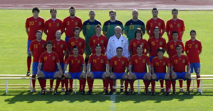 La selección se hace la foto oficial y sigue la preparación