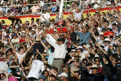 10- 29/05/2010.- El respetable protesta la actuación de los seis toros (5 de Marqués de Domecq y 1 sobrero de Cortijoliva)
