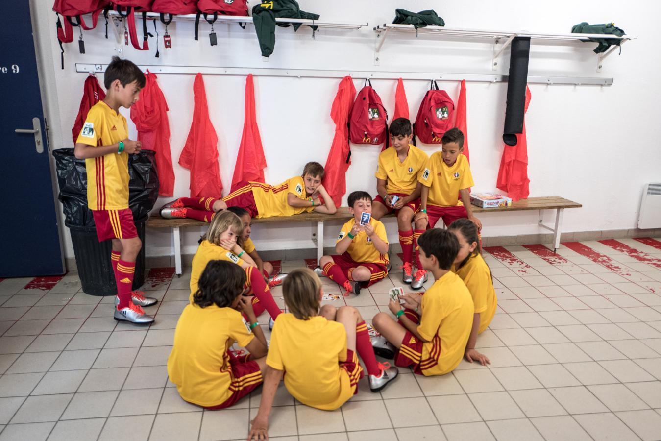 Los pequeños se lo pasaron en grande jugando en los vestuarios del estadio de Toulouse