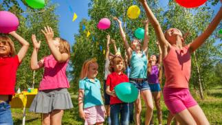 Celebración de cumpleaños infantil con actividades