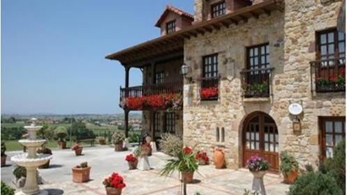 1 Ó 2 noches con desayuno, cena, senderísmo y entrada al museo del Sobao Pasiego(CANTABRIA)