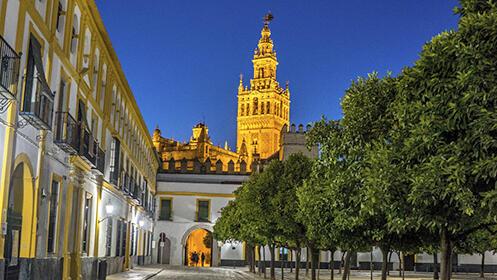 "Ruta nocturna ""Grandes Mujeres en la Historia de Sevilla"""