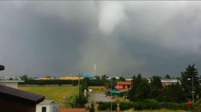 Un tornado arrasa el norte de Italia