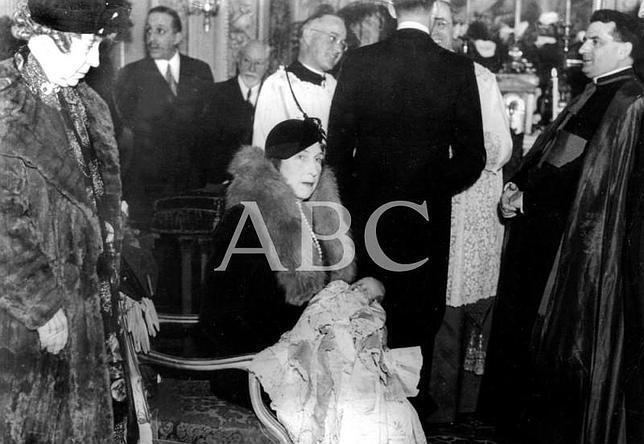Juan Carlos I, bautizado por Pío XII
