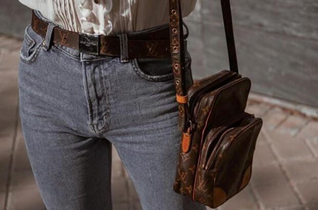 4065220fd Kim Kardashian regala un bolso de Louis Vuitton a todas las niñas ...
