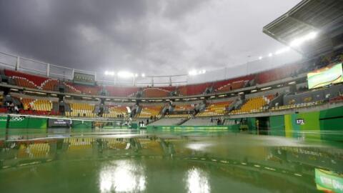 3dc506473b La lluvia recrudece la gesta de Rafa Nadal en los Juegos